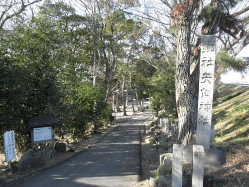 矢作神社入り口