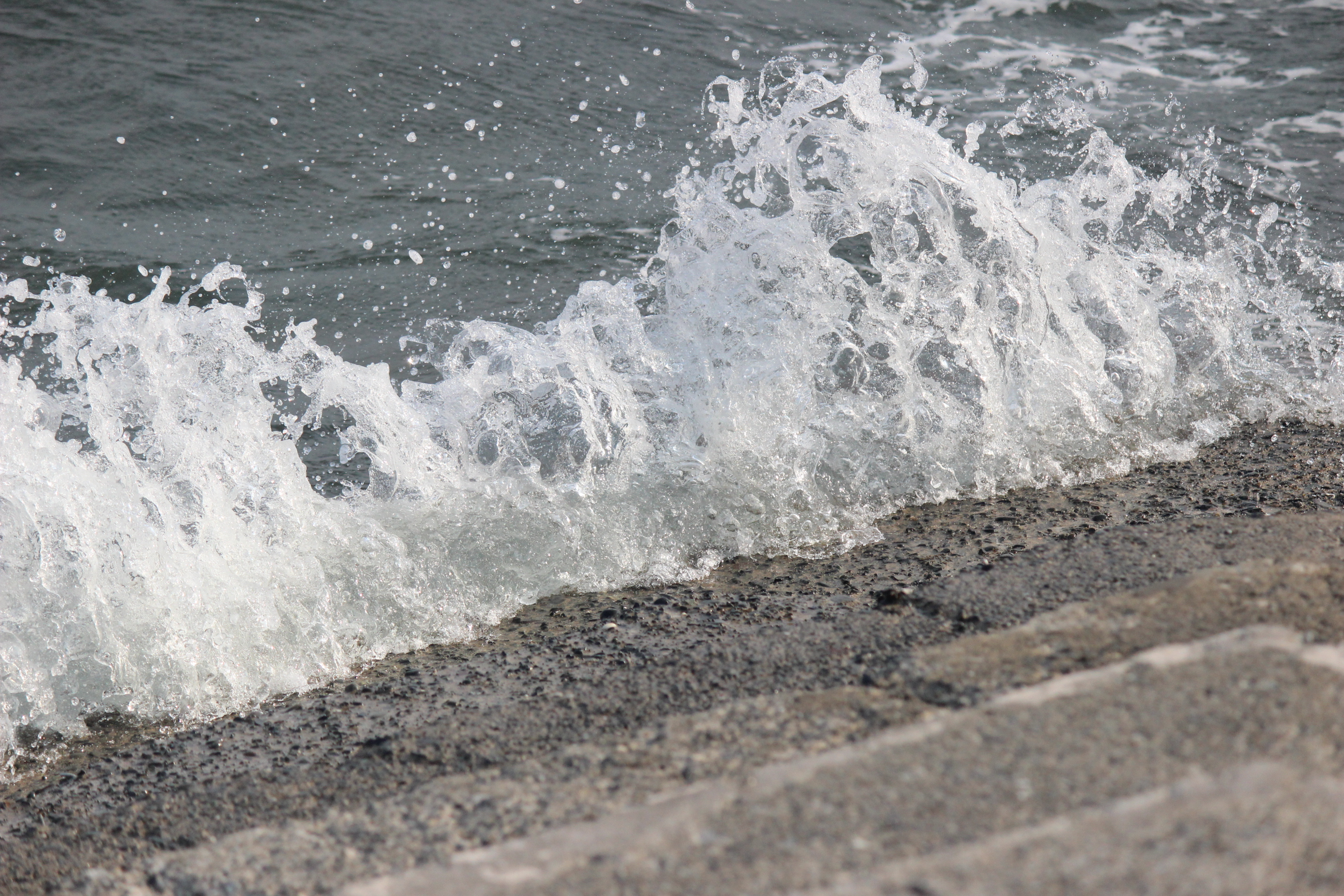 wave 002