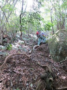 瓦小屋山への急登