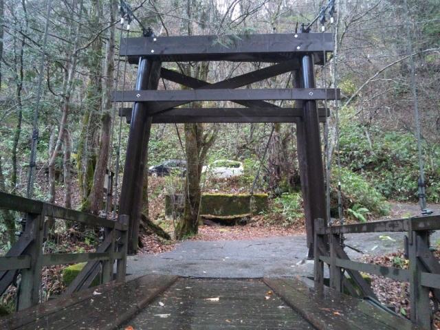 山水観湯川荘の吊橋 (7)