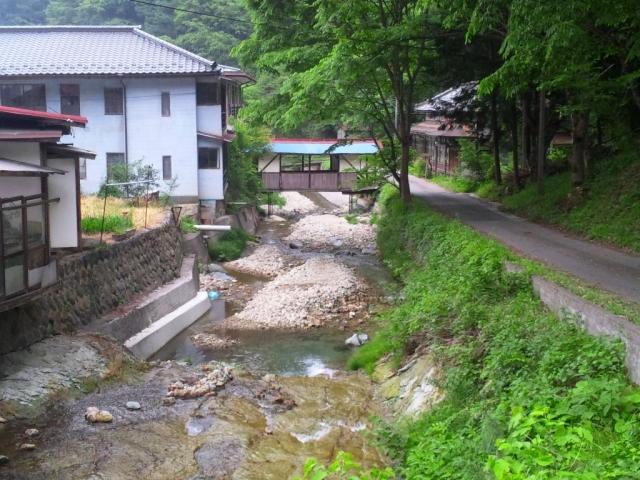 霊泉寺温泉の屋根付橋 (7)