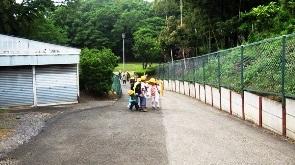 学校下の公園入口②