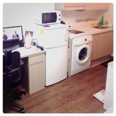 台所と洗濯機、冷蔵庫などもあります^^