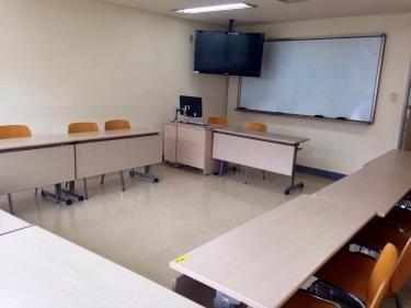 이대(イデ;梨大)語学堂の教室。