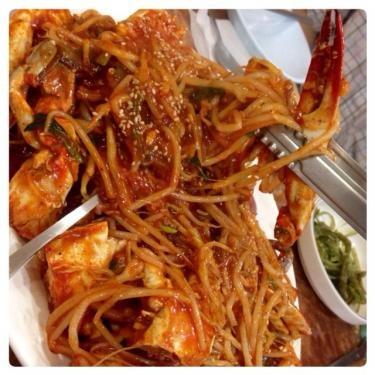 コッケチム(蒸し渡り蟹)。麺の様な豆もやしも一緒に…
