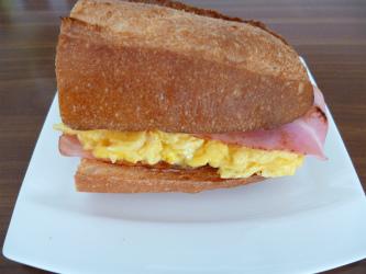 Akios サンドイッチ
