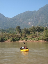 lao+kids+in+packraft_convert_20140617210120