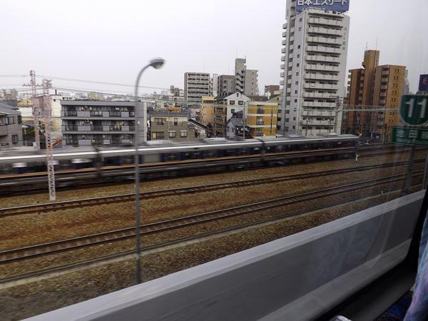 JR東海道本線と並走