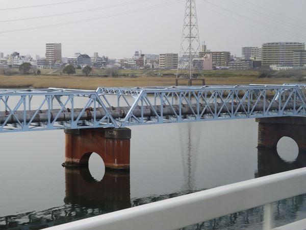 再び淀川を渡る