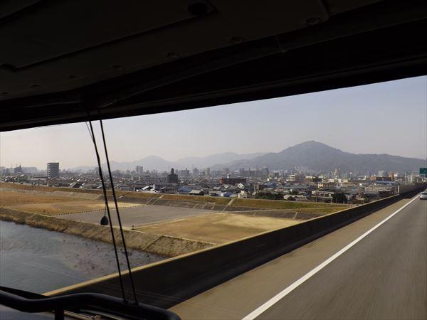 太田川を渡る