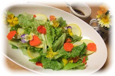 お花のサラダ