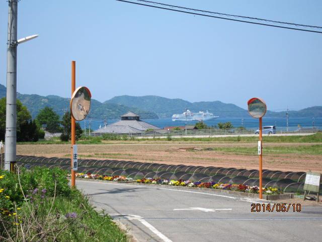 仙崎湾に入った客船