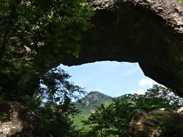石門の明神山