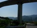 140502大川山から三野。徳島道高架をくぐる
