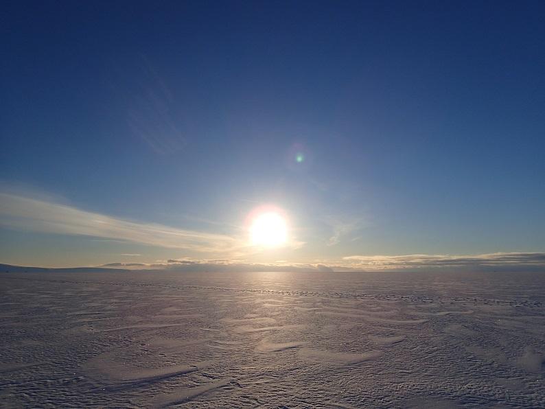 ブログ写真(氷海上を歩く2)