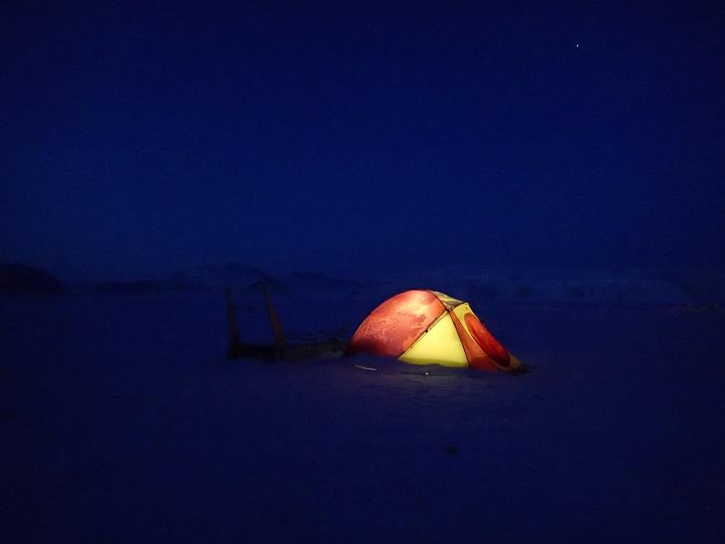 ブログ写真(薄明るい夜とテント)