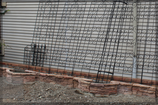 DIY 庭づくり 砕石駐車場 トレリス設置 20140717