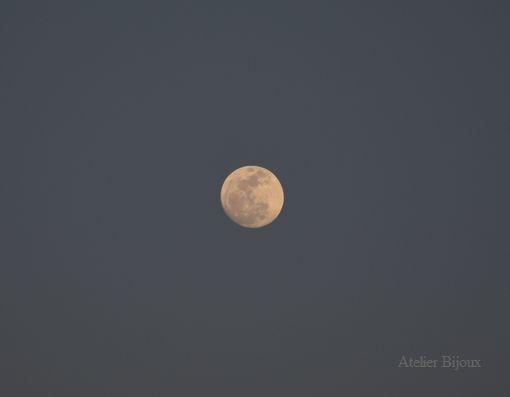 088-夕暮れ前の月