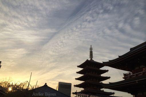 152-夕日を浴びた五重の塔シルエット