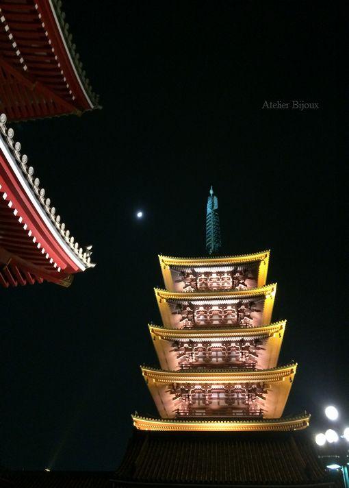 158-五重の塔と月