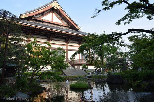 073-西新井大師境内の池と本殿
