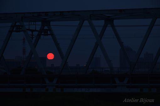 068-赤い太陽
