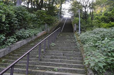 いきなりの急階段