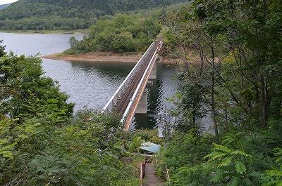 湖に架かる橋