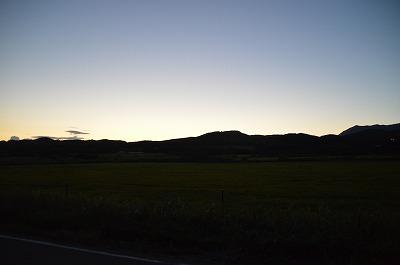 夕焼けを背負う日高山脈