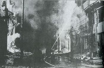 爆撃を受けた重慶市内