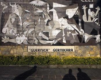 ピカソ画「ゲルニカ」1