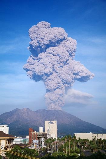640px-Sakurajima_20091003[1]