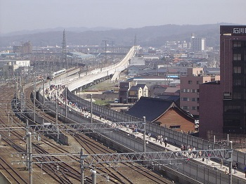 建設中の北陸新幹線の高架橋