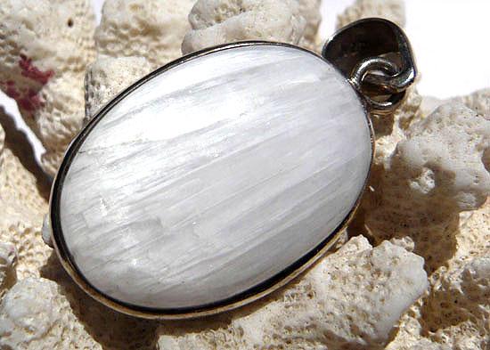 スコレサイト(ゼオライト) 天然石 パワーストーン silver 92506