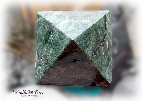 セラフィナイト・ピラミッド