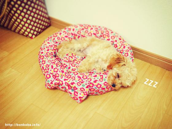 花柄ベッド