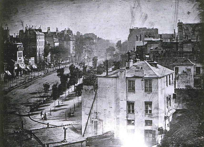 ルイ・ジャック・マンデ・ダゲール撮影「パリ、タンプル大通り」 1838年