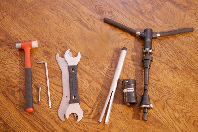 ヘッドパーツ交換工具