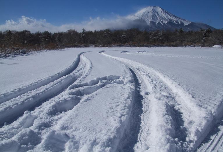 山中湖の新雪-930-5