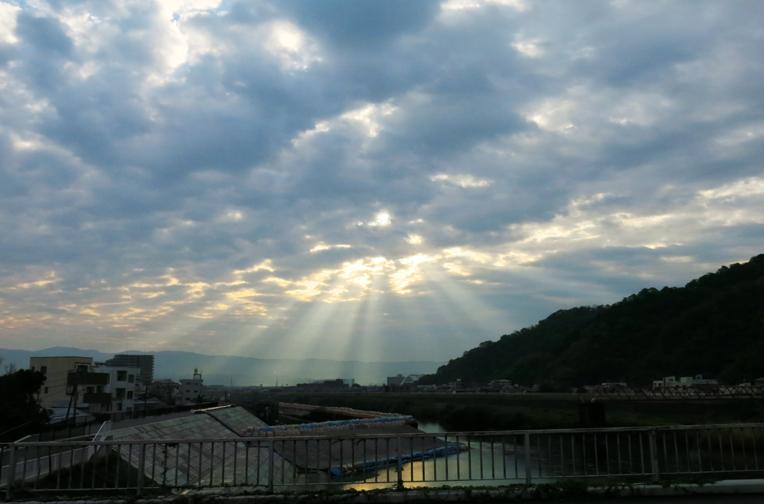 23日 6-13 朝陽の光芒