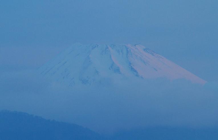 28日 5-00 今朝の富士山-2
