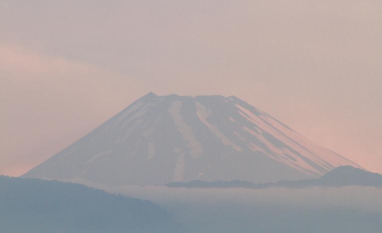 26日 4-47 今朝の富士山-2