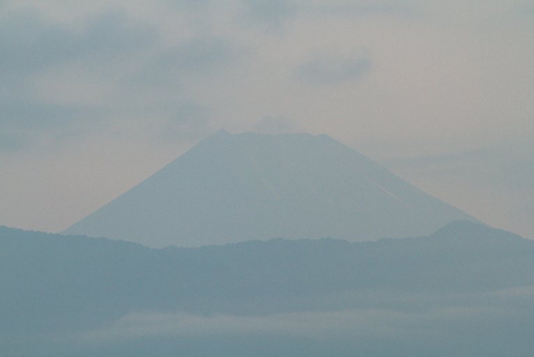 30日 4-56 今朝の富士山-1