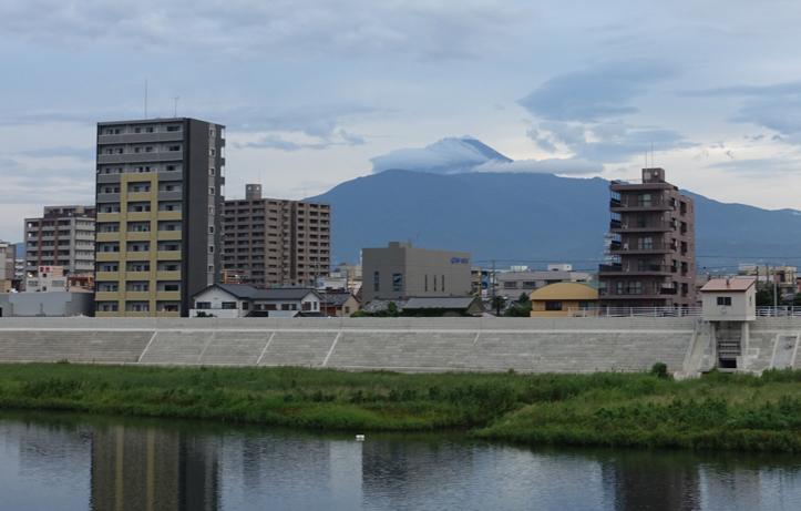 24日 6-01 今朝の富士山-1