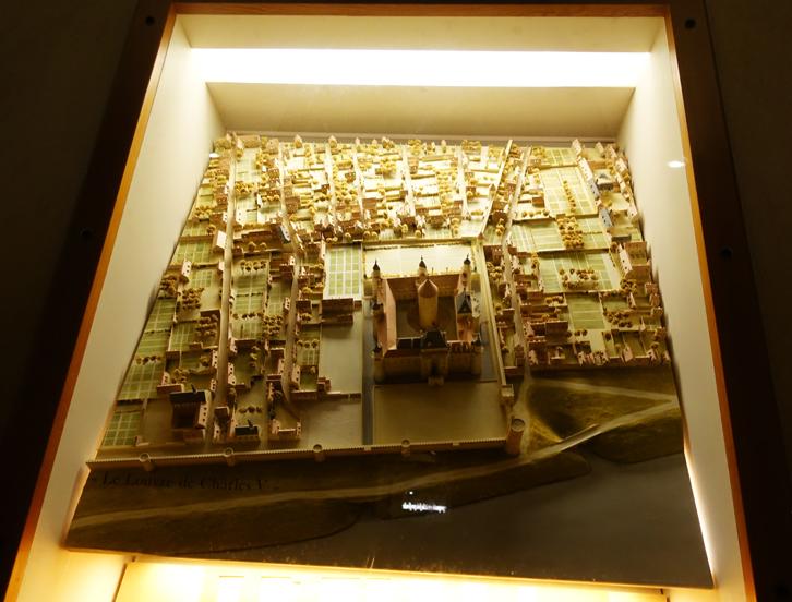 ルーブル全景の模型-725