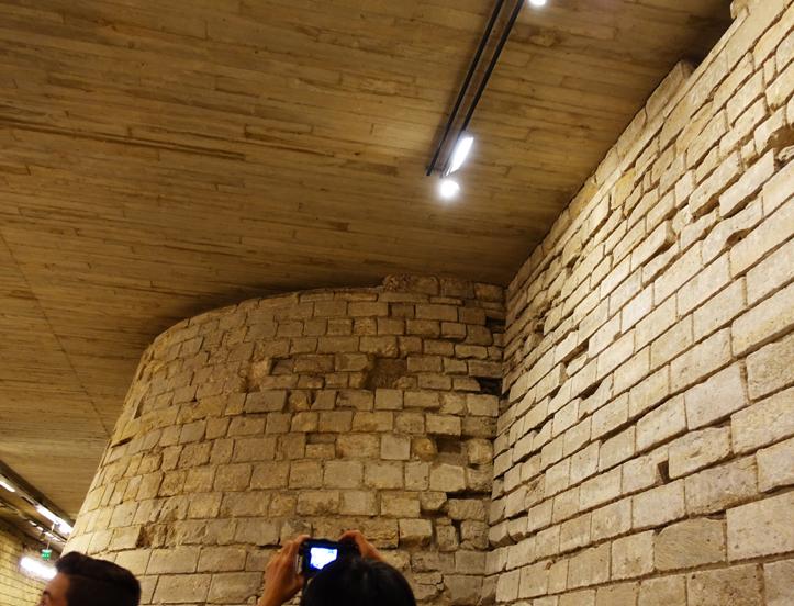 ルーブル宮殿の遺跡-726-2