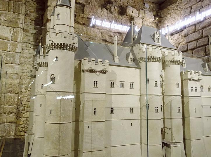 初期のルーブル宮殿の模型-729-1