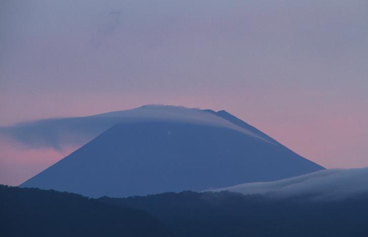 3日 5-13 今朝の富士山-1