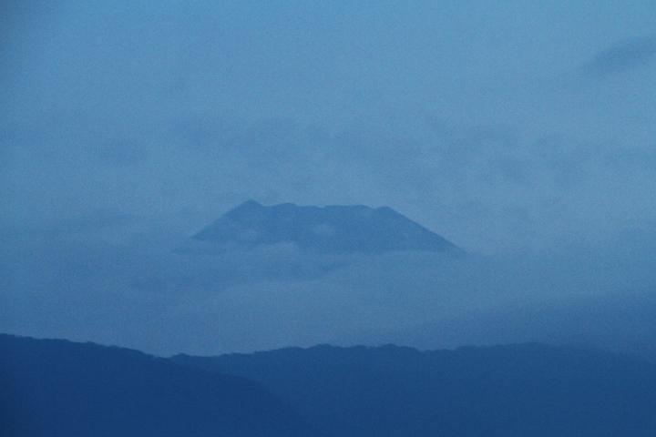 17日 5-16 今朝の富士山-2