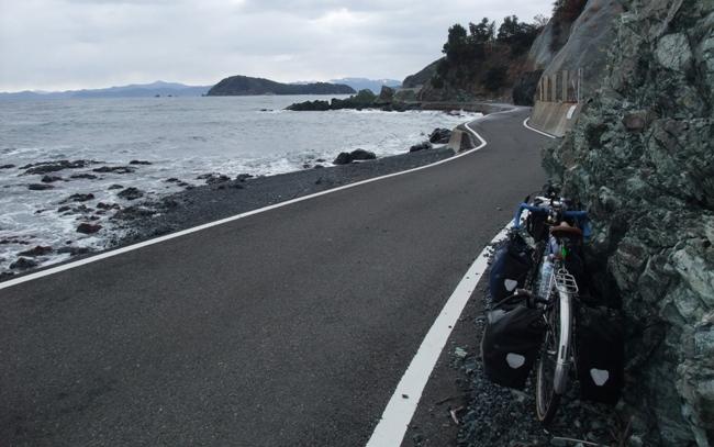 海岸線ギリギリの道佐賀関